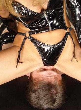 Erotický privát, erotické služby